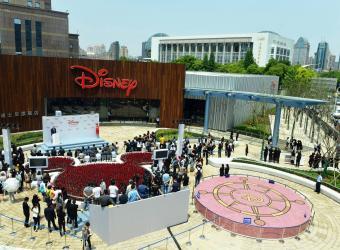 Disney abre su mayor tienda del mundo en Shanghái; tendrá un Disneyland