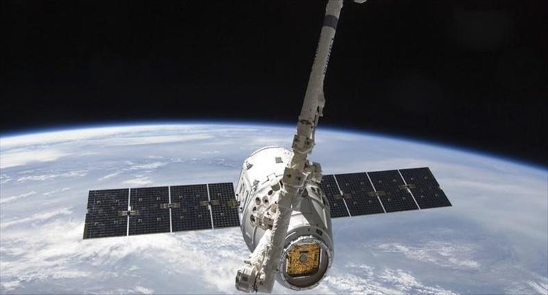 La cápsula Dragon de SpaceX vuelve a la Tierra tras abastecer a la EEI