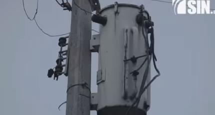 Residentes en Gualey se quejan por cambios en voltaje de sistema eléctrico