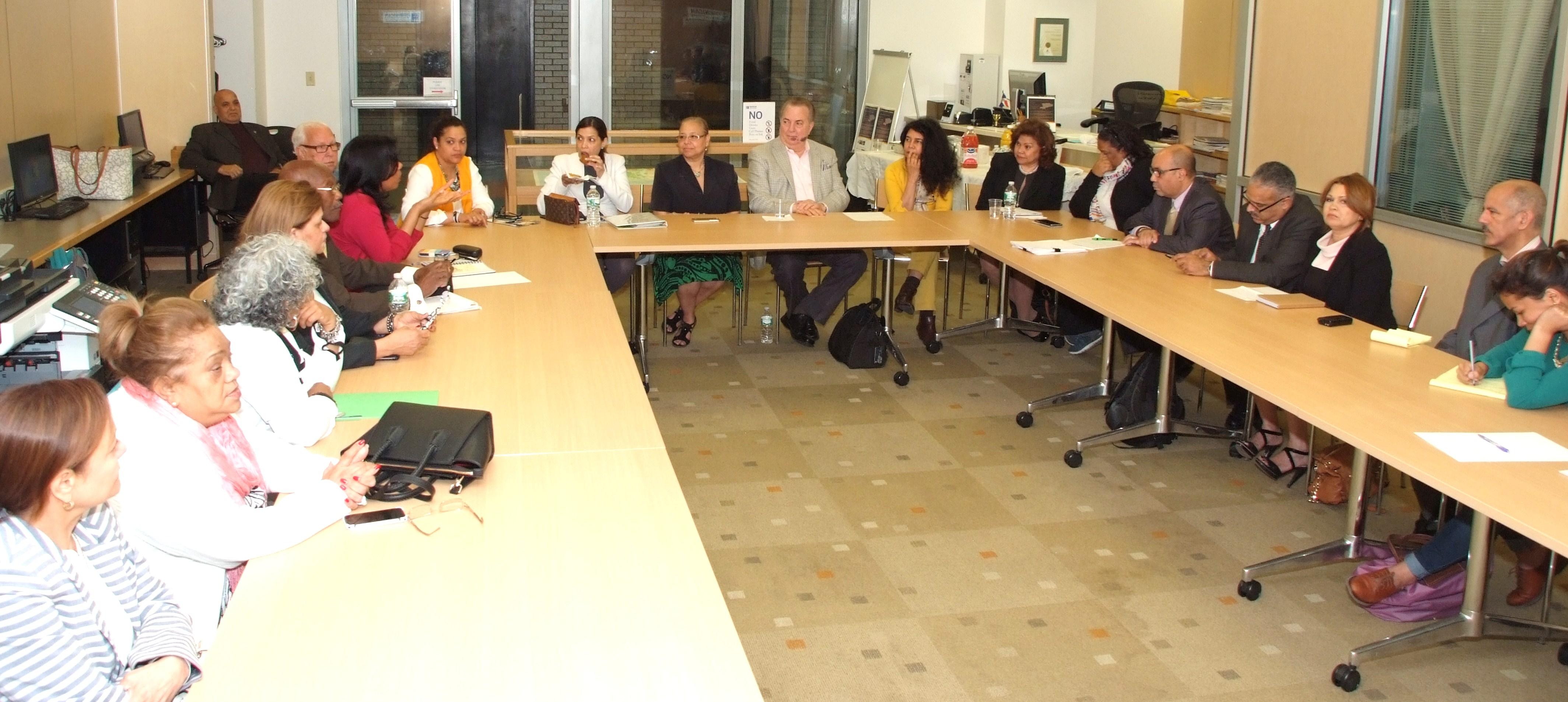 Autoridades educativas y activistas coordinan acciones con Cónsul General