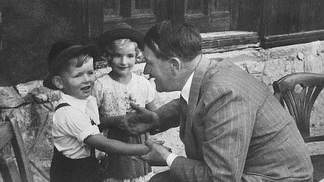 Gerhard Bartels, el niño que Hitler usó para hacer propaganda nazi, rompe su silencio