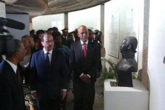 Presidente de Francia se reúne con su homólogo Michel Martelly en Haití