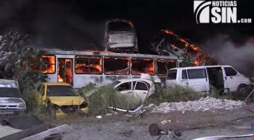 Tras horas de intensa lucha bomberos logran sofocar fuego en almacén Conatara