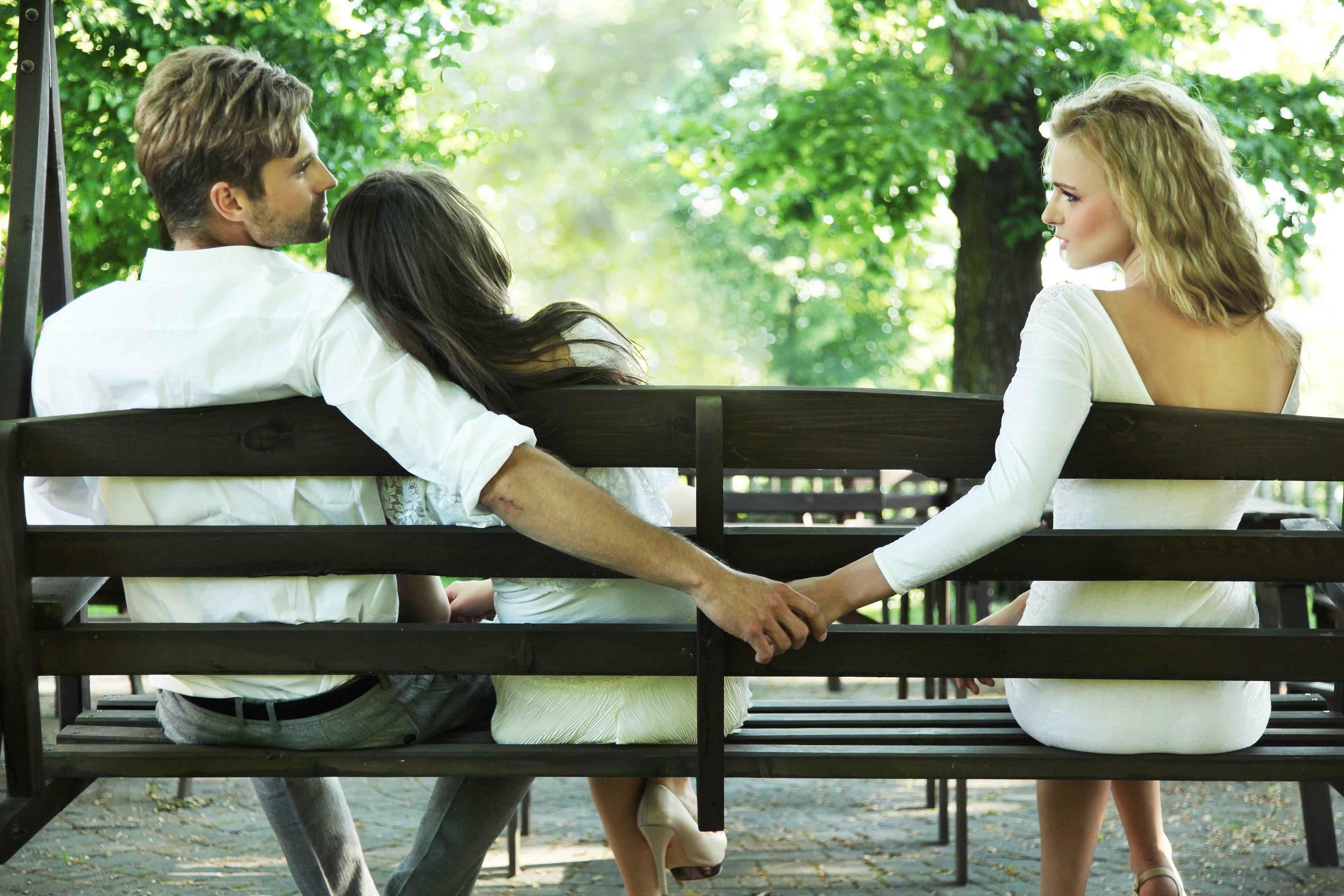 Joven huye con su amante la noche de bodas y condenan a ambos por adulterio