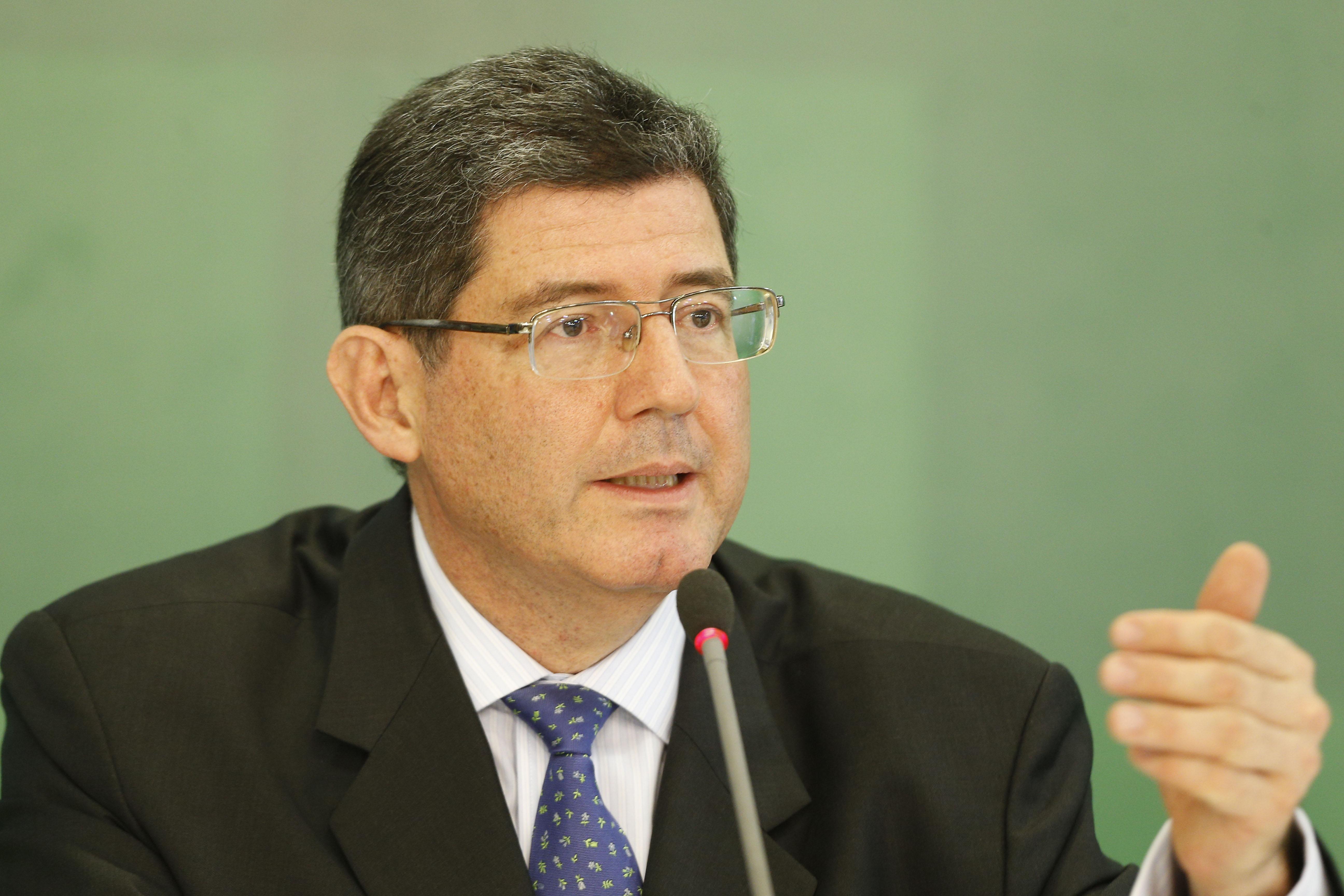 Brasil recortará hasta US$26 mil millones en gastos, según ministro