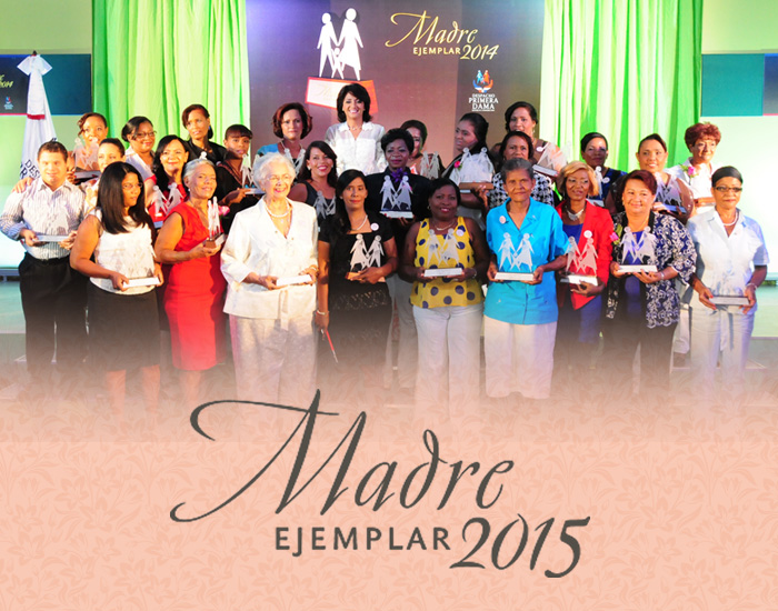 "Primera Dama inicia entrega premio ""Madre Ejemplar 2015"""
