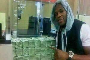 Mayweather recibe su cheque por $100 millones