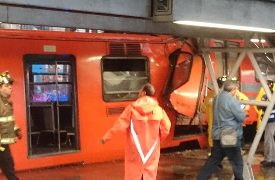 Al menos 10 heridos tras choque de dos vagones del metro en México