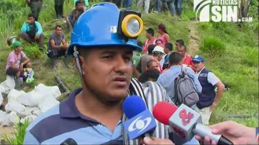 Mineros quedan atrapados tras derrumbe en Colombia