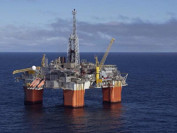 Petróleo se cotiza a 57.16 dólares el barril