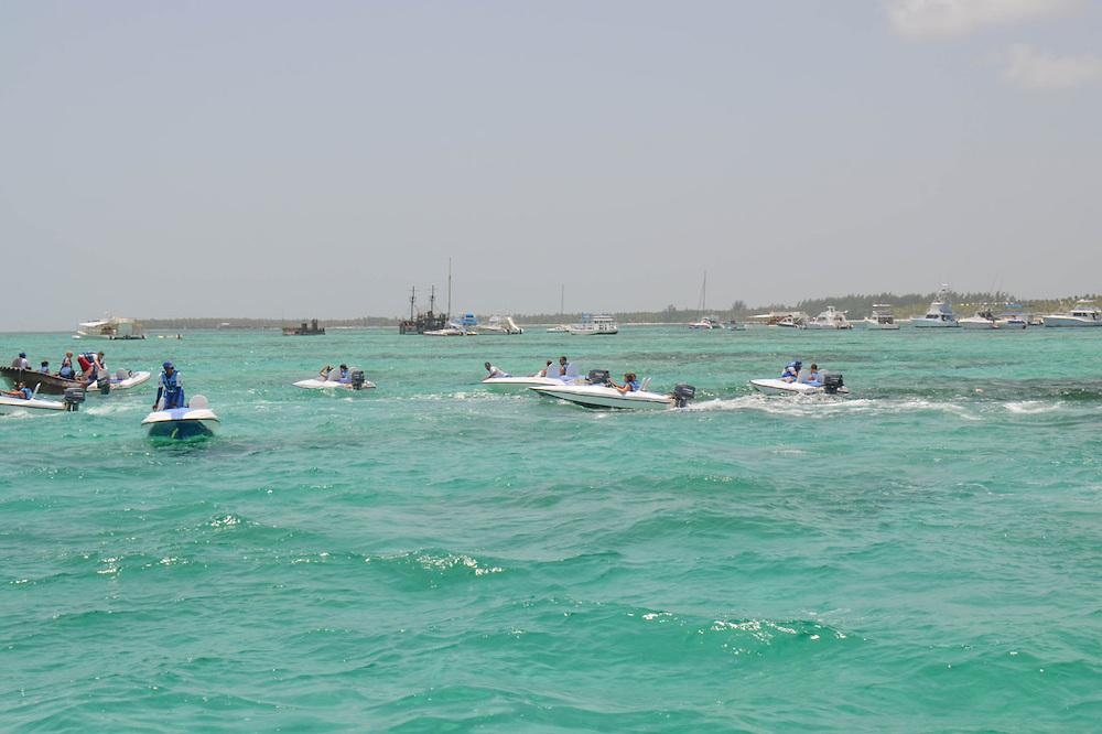 Playa de Bávaro presenta deterioro y arrabalización, según diputados