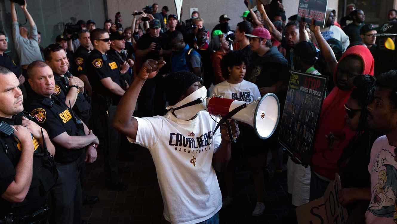 Más de 70 arrestos en protestas en Cleveland por absolución de policía