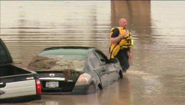 Tres muertos y cientos de desplazados en Oklahoma y Texas por inundaciones