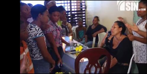 Sepultan restos de joven de 19 años asesinado por policías