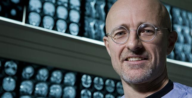Médico italiano asegura que puede hacer trasplante de cabeza