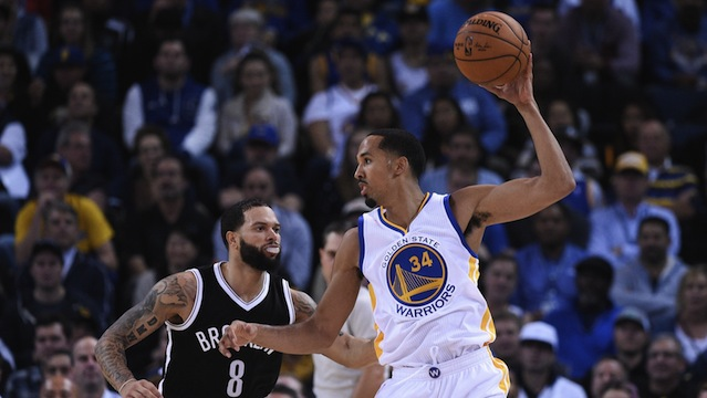 Curry y Livingston salvaron a los Warriors que toman ventaja