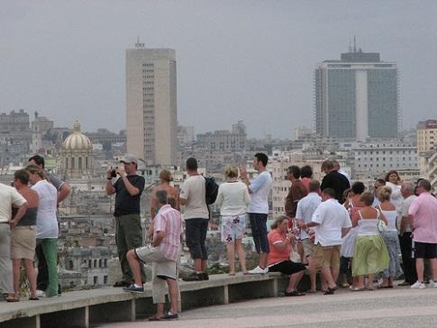 Cuba espera sobrepasar cifra récord de turistas en 2015