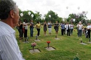 Cientos acuden a eucaristía oficiada en el cementerio Puerta del Cielo