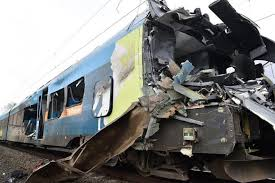 Dos muertos y veinte heridos al chocar un tren y un camión en Alemania