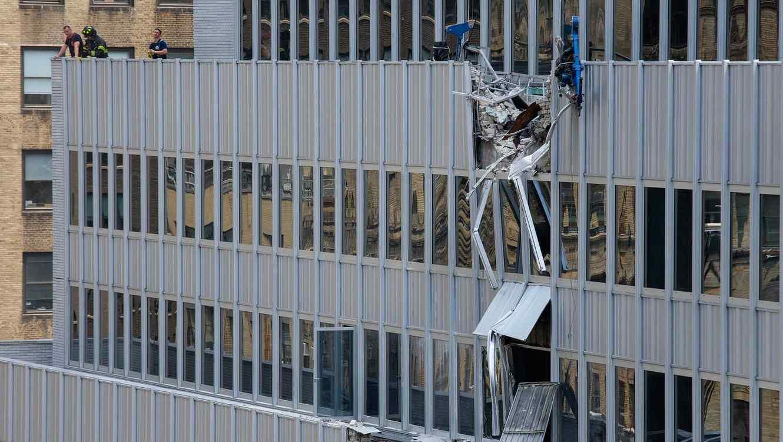 Diez heridos en Nueva York al caer una gran carga que levantaba una grúa