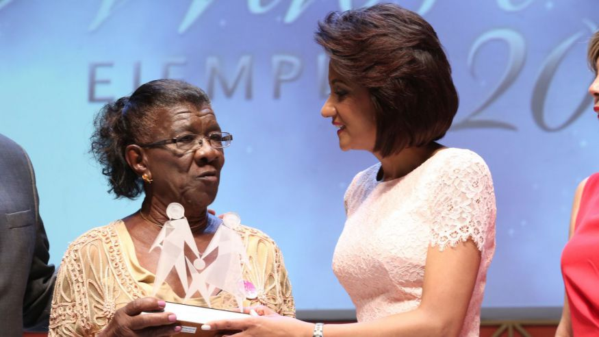 Primera Dama de RD valora la fuerza transformadora de las mujeres en la sociedad