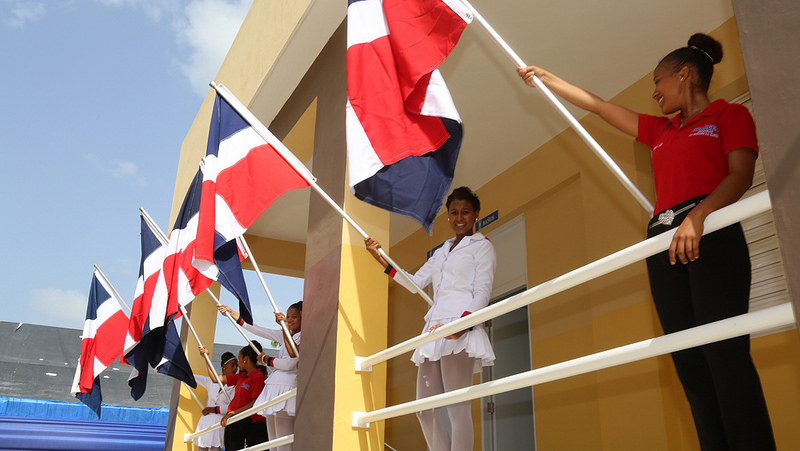 Presidente Medina inaugura tres escuelas en Moca