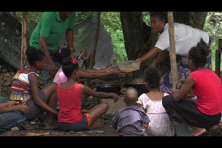 ¡Destruyen casas! Cien familias quedan a la intemperie en Villa Altagracia
