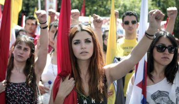 Miles de griegos se manifiestan a favor del Gobierno y en contra austeridad