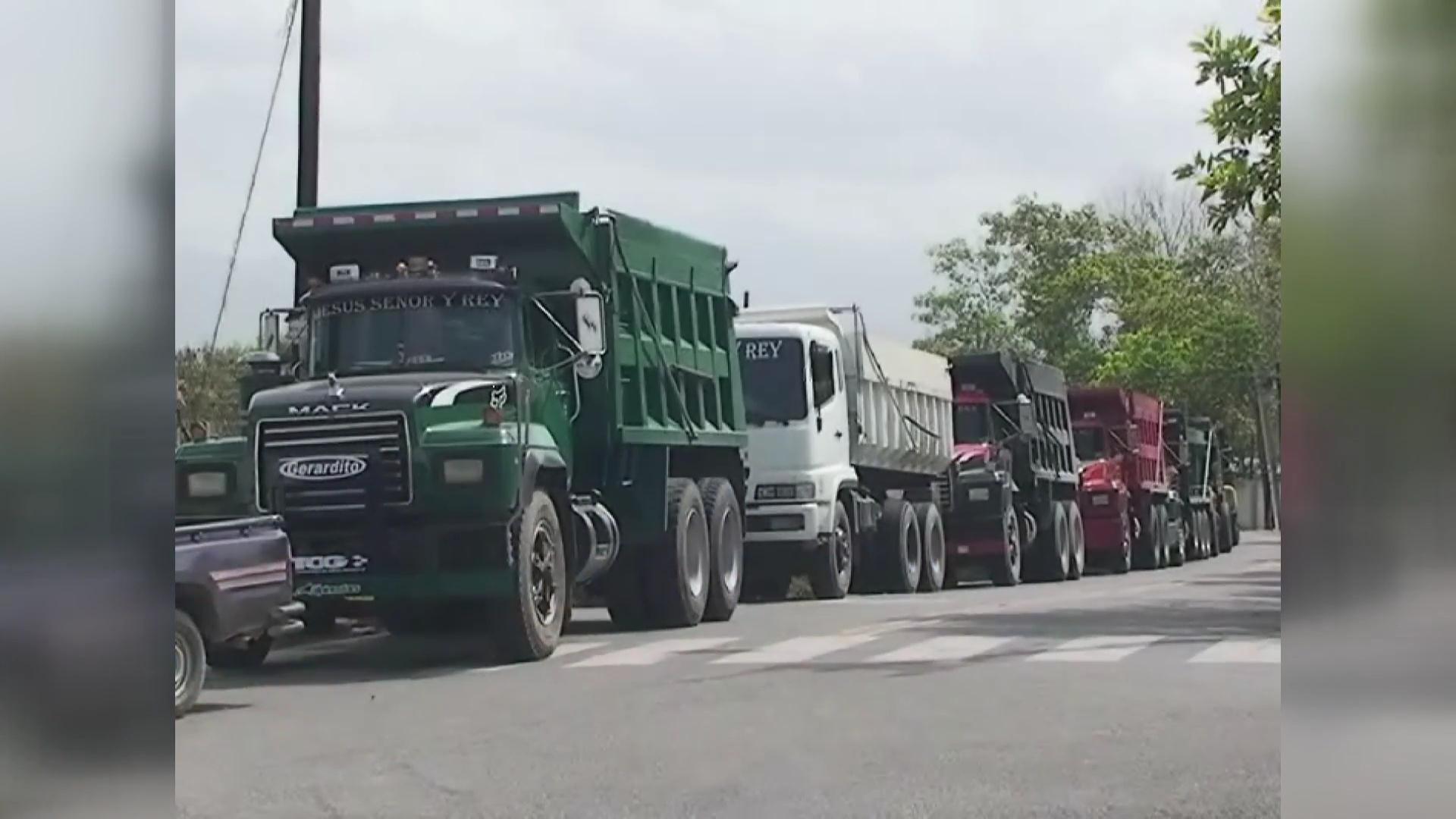 Autoridades de Pedernales desaprueban la paralización de camiones