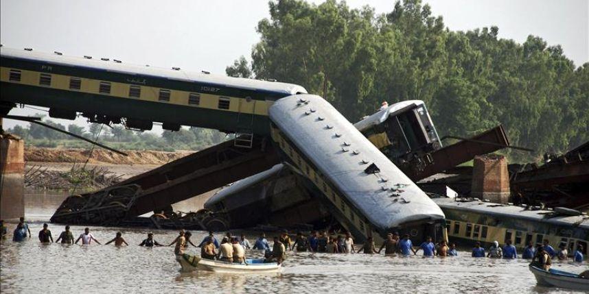 Pakistán no descarta un ataque en el accidente del tren que causó 18 muertos