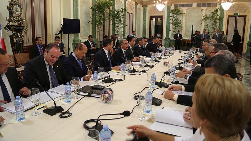 Gobierno y empresarios activan Mesa Presidencial para fomentar exportaciones