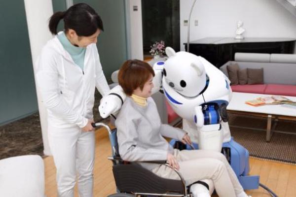 Presentan primer  robot que cuida personas enfermas