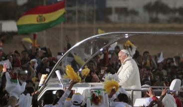 El papa Francisco consume hoja de coca para desafiar altura en capital de Bolivia