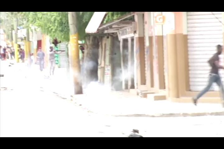 Un herido y 98% de los comercios cerrados en huelga en La Altagracia