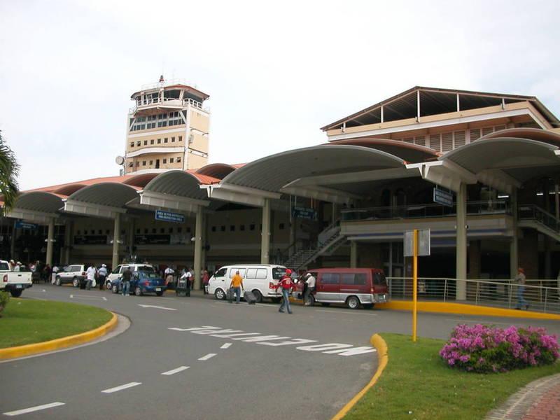Investigan a ocho personas por robo en Aeropuerto del Cibao