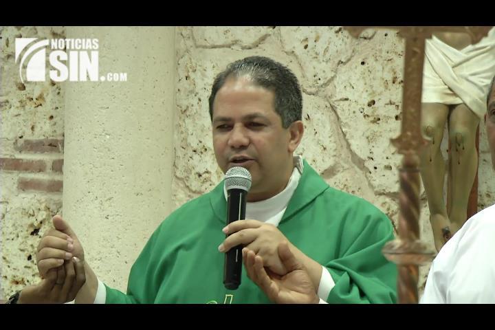 Capellán de la PN llama a la población a orar para que reine la verdad en el problema migratorio