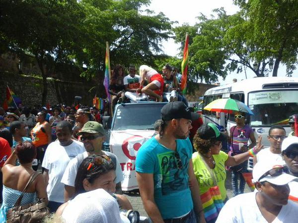 Realizan octava caravana nacional del orgullo gay en RD