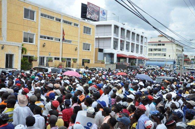 Revelan embajada haitiana cobró y no entregó documentos a más de cuatro mil personas