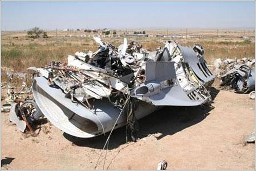 Dos muertos al colisionar en pleno vuelo una avioneta y un caza F-16