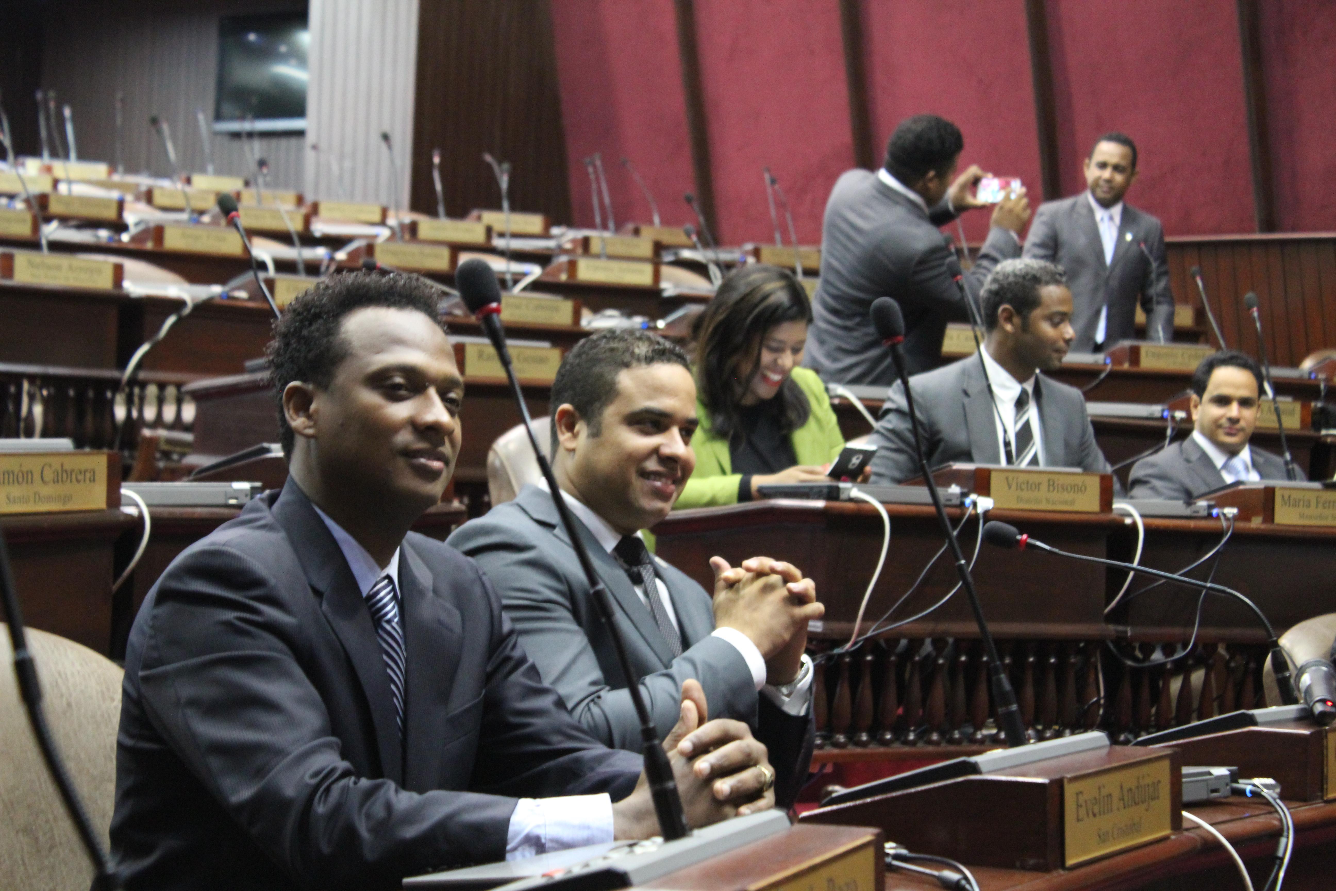 Comisión Juventud PRM realiza visita de cortesía al Congreso