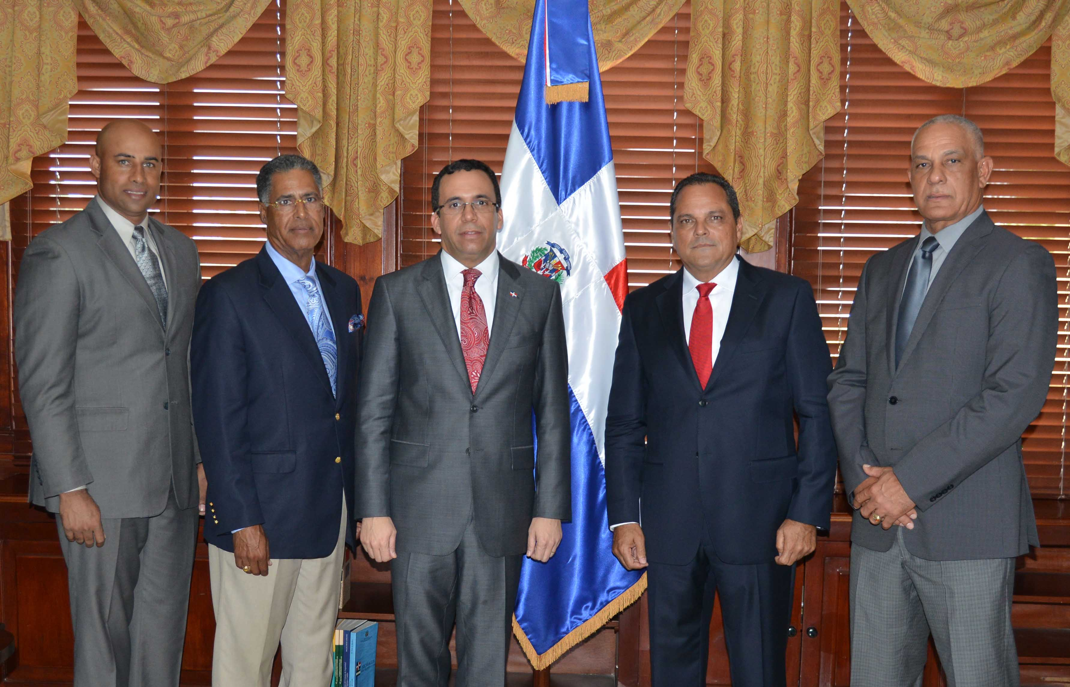 CancillerNavarro se reúne con ex jugadores de grandes ligas