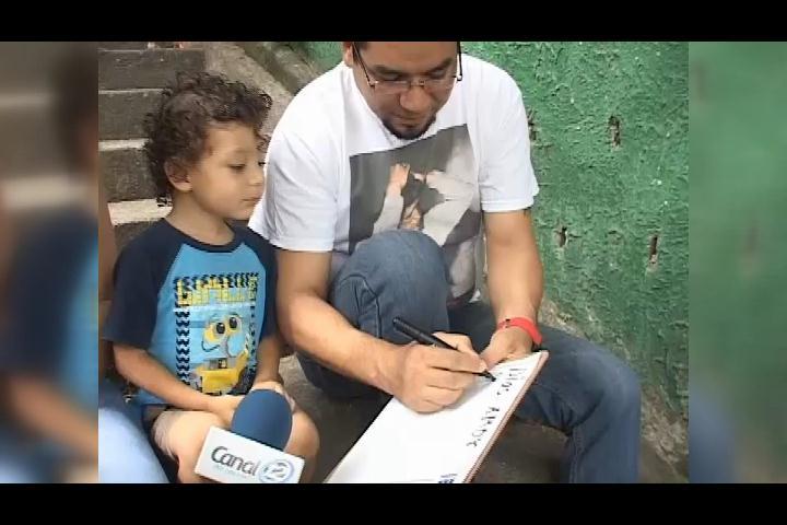 ¡Todo un genio! Con tan solo tres años niño ya sabe leer