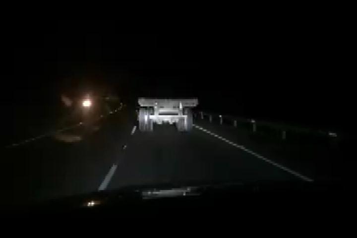 Camionero pone en peligro vida de quienes transitan por autopista del nordeste