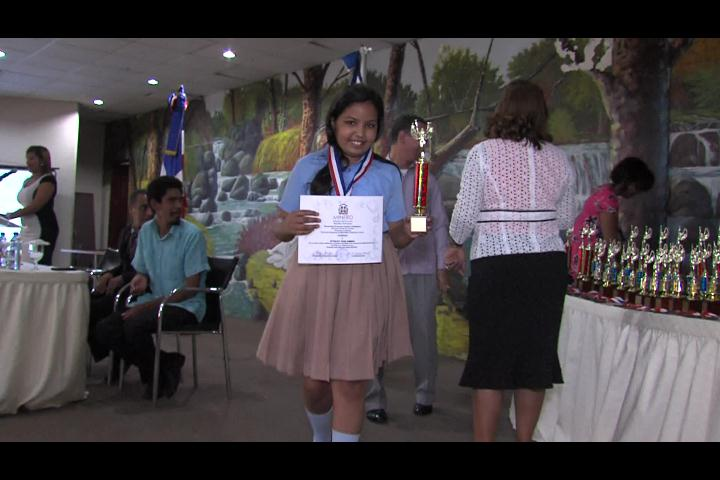Cuarenta niños son galardonados en olimpiadas de varias ciencias del saber