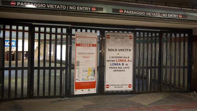 Un vagón del metro de Roma circulando con puertas abiertas causa polémica