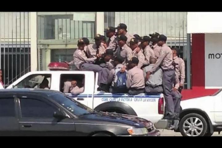 Trompoloco: Al estilo dominicano habla sobre sueldos de policías