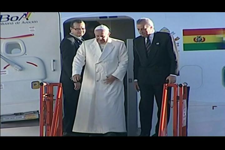 El papa Francisco ya está en Bolivia tras culminar su visita a Ecuador