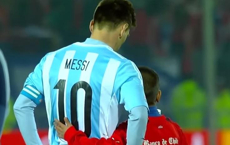 Video viral: Niño consuela a Lionel Messi y luego se toma una selfie