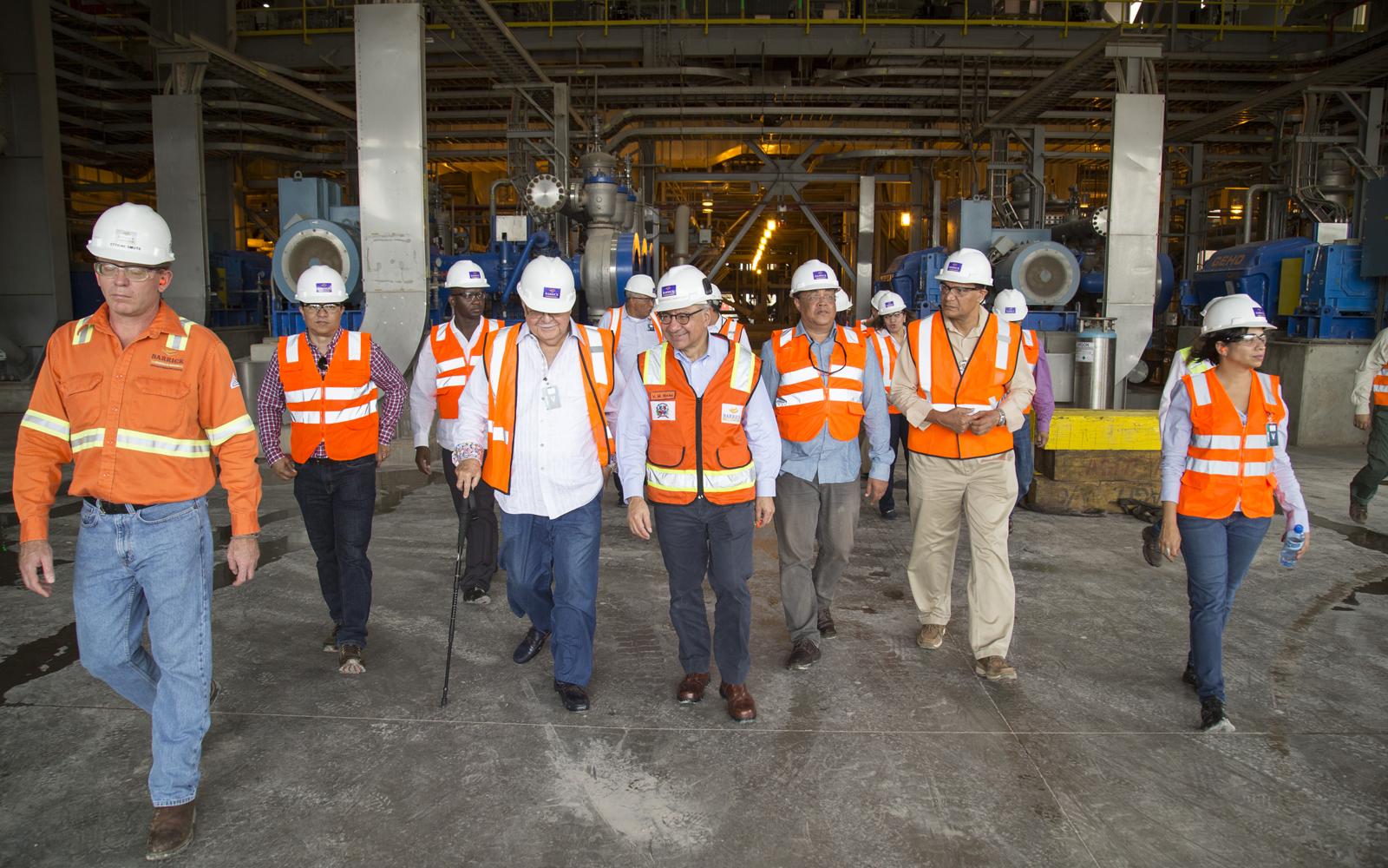 Ministro de Energía y Minas visita instalaciones de Barrick Pueblo Viejo