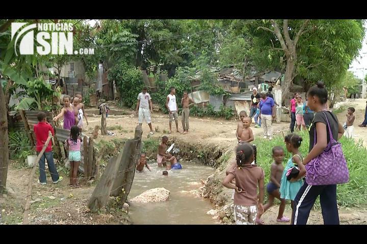 Una fuga afecta el servicio de agua potable en Los Alcarrizos